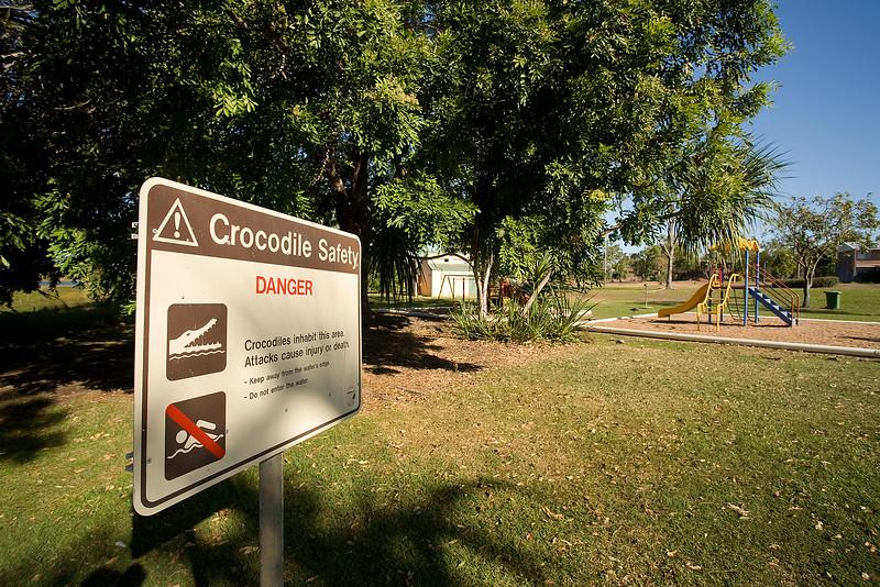 Kinderspielplatz neben den gefährichen Krokodilen