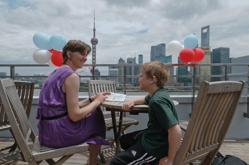 Von der Terasse im sechsten Stock eines noblen Hotels hatte man eine schöne Aussicht auf die Skyline.