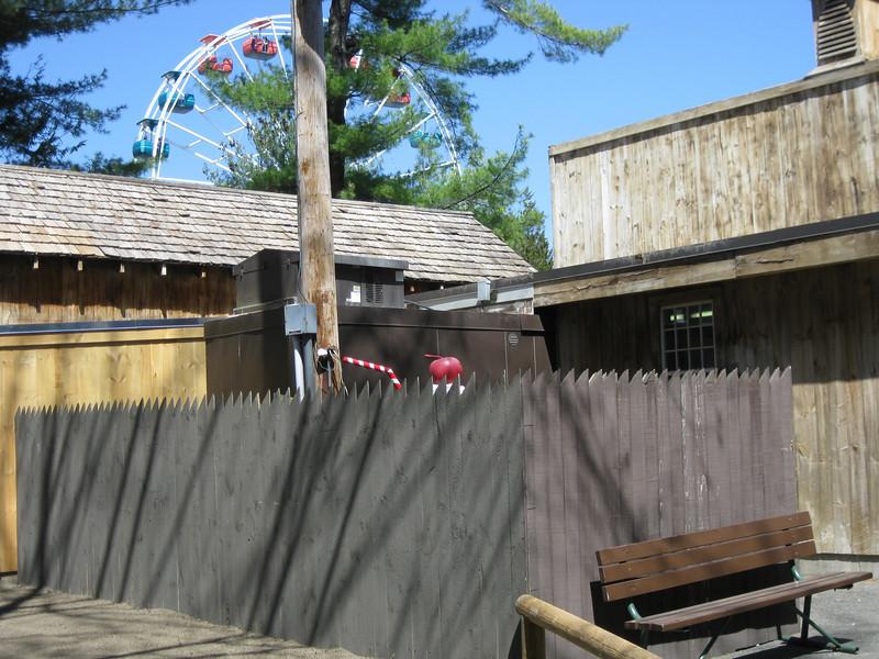 The Be-Bop ice cream sundae statue is behind Lumberjack Ice Cream.