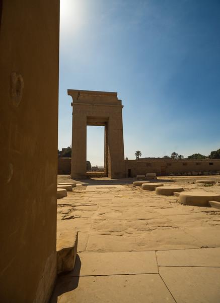 Puerta del Templo de Karnak que comunica a tres kilómetros con el Templo de Lúxor