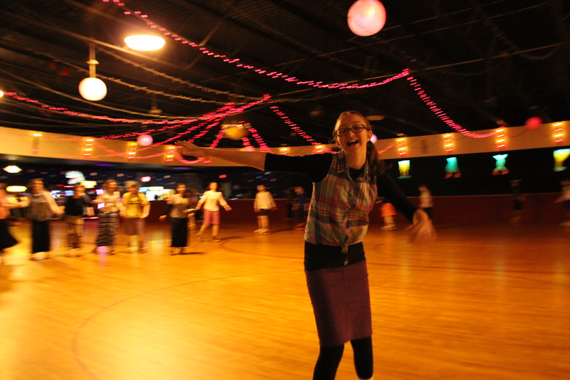 kars4kids_thezone_camp_GirlDivsion_trips_RollerSkating (27).JPG