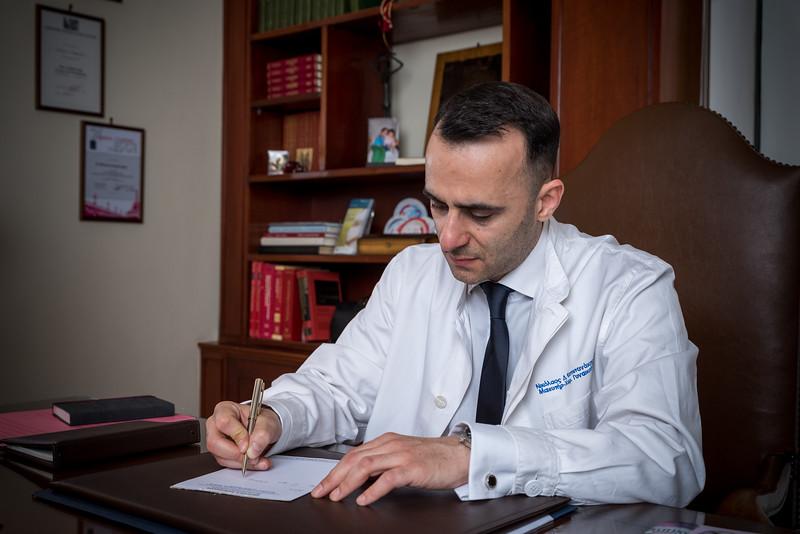 Νικόλαος Δ. Καπετανάκης / Μαιευτήρας - Χειρούργος Γυναικολόγος