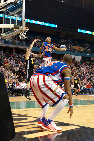 Harlem Globetrotters @ the DCU Center