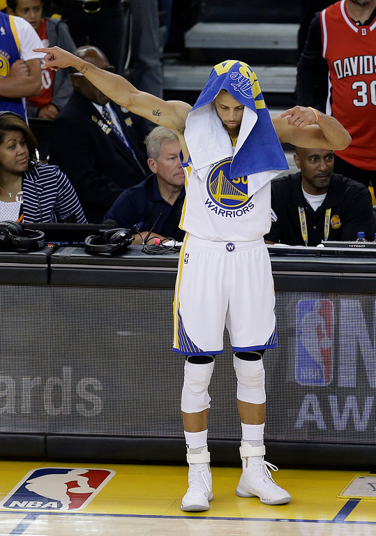 . Golden State Warriors guard Stephen Curry (30) gestures during the first half of Game 5 of basketball\'s NBA Finals against the Cleveland Cavaliers in Oakland, Calif., Monday, June 12, 2017. (AP Photo/Ben Margot)