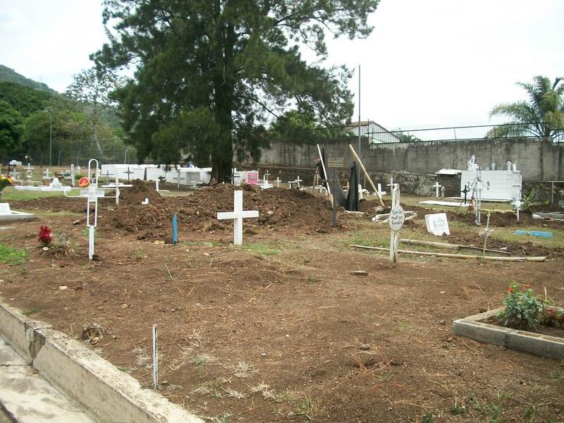 EscazuCentro_Cemetery2aInside.jpg