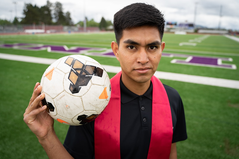 1905_15_efrain_senior_pictures-03684.jpg