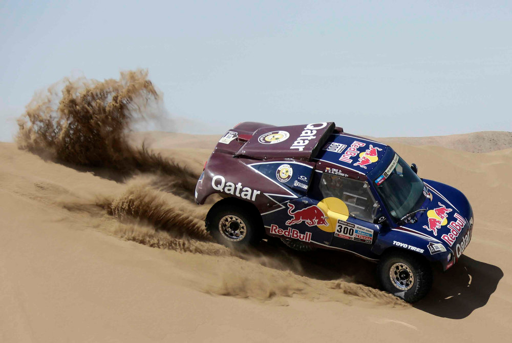 Description of . Qatar's Nasser Al-Attiyah and co-pilot Spain's Lucas Cruz compete with their Buggy during the 6th stage of the Dakar Rally from Arica to Calama, January 10, 2013. Picture taken January 10, 2013.   REUTERS/Jacky Naegelen