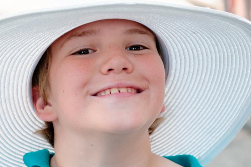 Diesen Hut hat Helga sich gekauft. Für den Royal Ascott Ball!