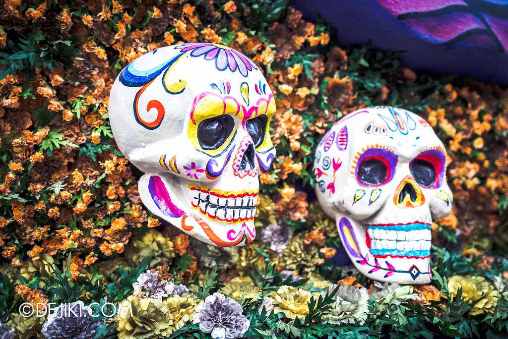 Universal Studios Singapore - Halloween Horror Nights 6 Before Dark Day Photo Report 2 - March of the Dead parade float painted skull detail alternate