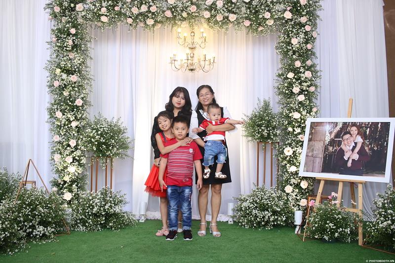 Vy-Cuong-wedding-instant-print-photo-booth-in-Bien-Hoa-Chup-hinh-lay-lien-Tiec-cuoi-tai-Bien-Hoa-WefieBox-Photobooth-Vietnam-077.jpg
