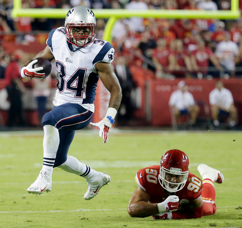 . New England Patriots running back Shane Vereen, left, runs with the ball past Kansas City Chiefs linebacker Josh Mauga during the second quarter of an NFL football game Monday, Sept. 29, 2014, in Kansas City, Mo. (AP Photo/Charlie Riedel)