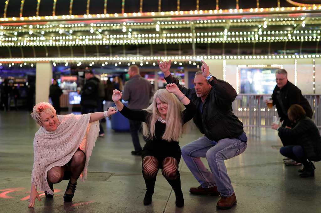 . People dance during a New Year\'s Eve celebration Saturday, Dec. 31, 2016, in Las Vegas. (AP Photo/John Locher)