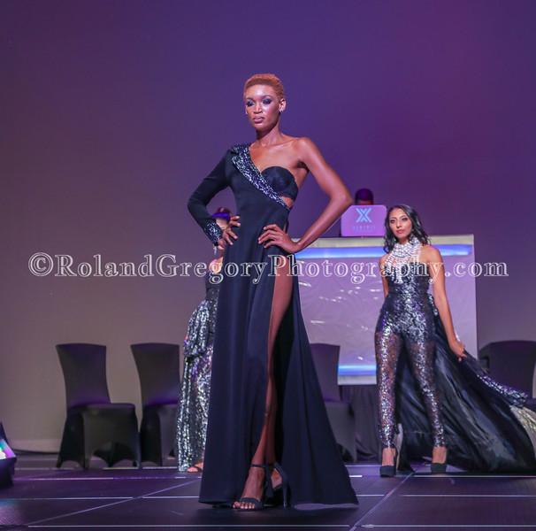 100 Womens Fashion show2019-3552.jpg