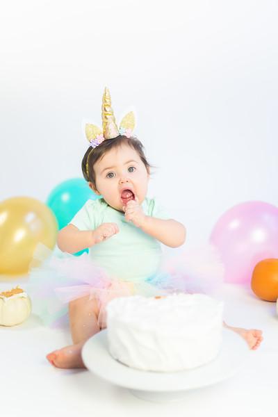 Nora Cake Smash-15.jpg