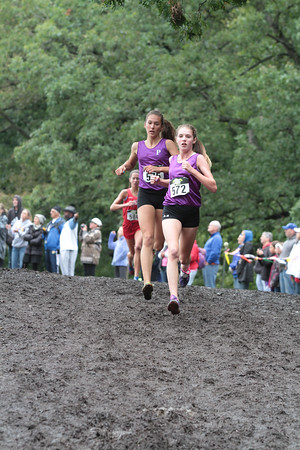 Girls D1 at 1 mile mark - 2014 Nike Holly Duane Raffin Cross Country Invite