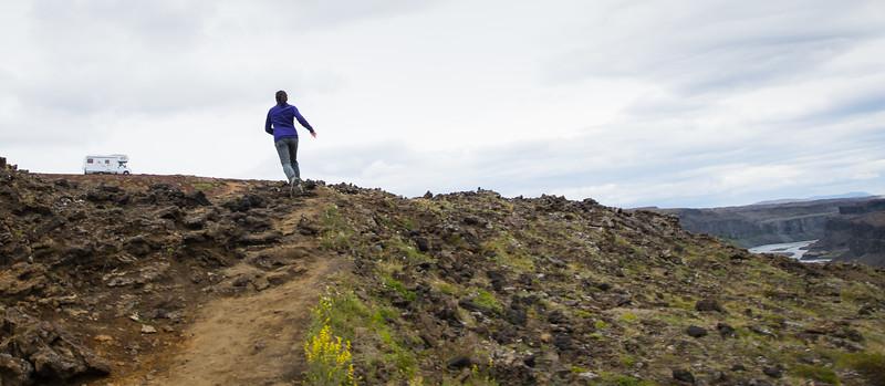 Running the trail at Hafragilsfoss