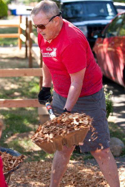 Wells Fargo Volunteer Melissa's House Event