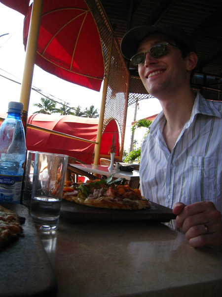 "Sunday - Varadero - ""everything"" pizza at Kiki's"