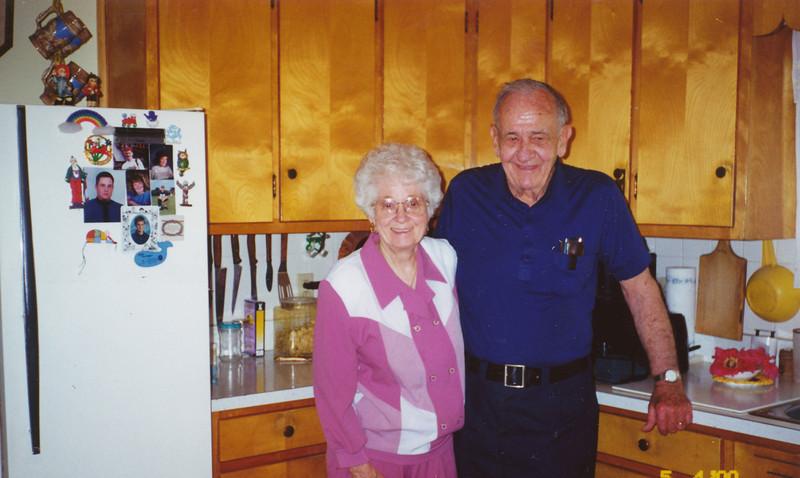 Eileen & Ellis Sullivan (5-4-2000).jpg