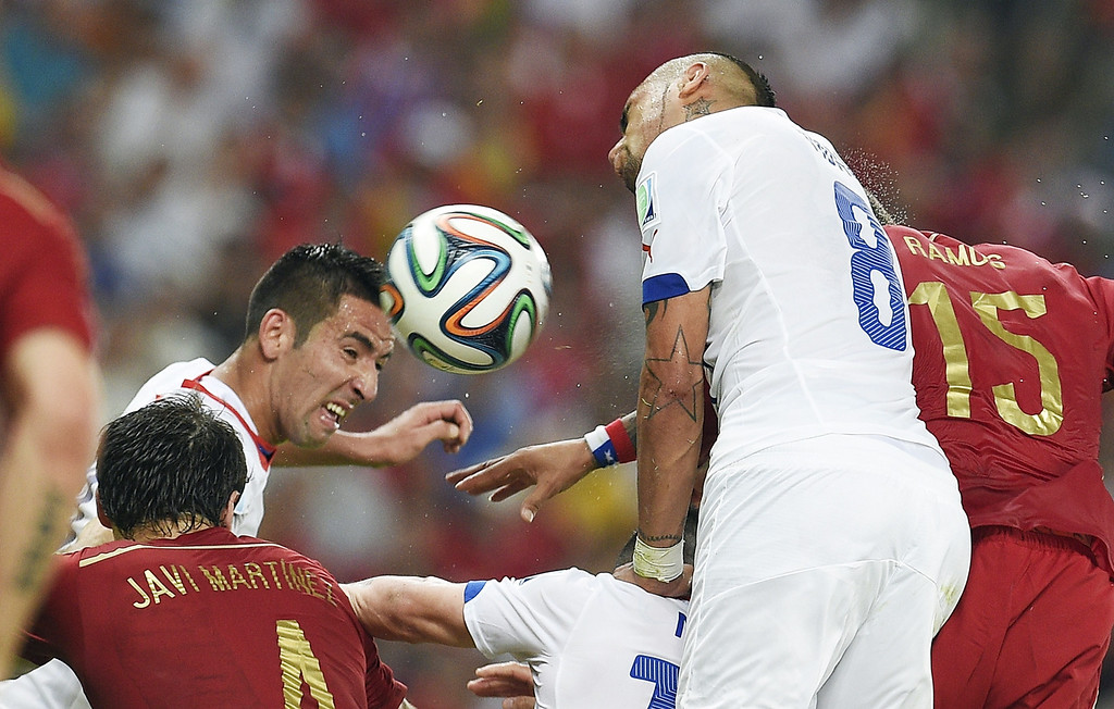 . Chile\'s midfielder Arturo Vidal (2nd R) and Spain\'s defender Sergio Ramos vie during a Group B football match between Spain and Chile in the Maracana Stadium in Rio de Janeiro during the 2014 FIFA World Cup on June 18, 2014.   LLUIS GENE/AFP/Getty Images