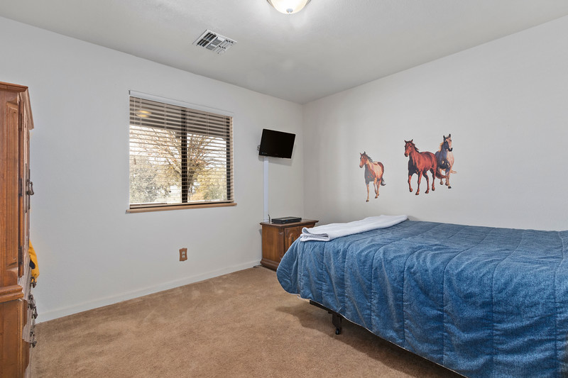 2210 Rancho Lomas 25 Guest Bedroom.jpg