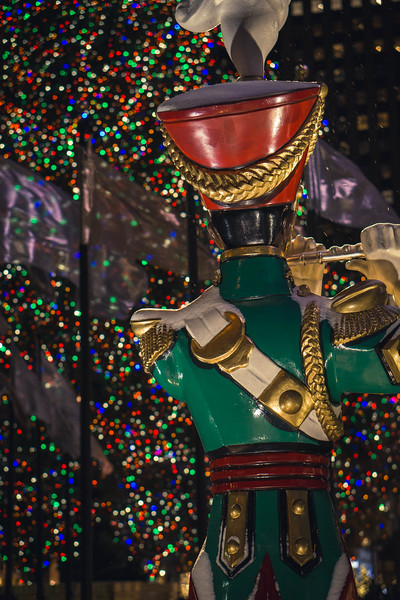 Rockefeller flute statue.jpg