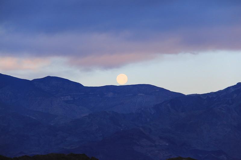 20190519-21-SoCalRCTour-Zabriskie Point Moonset-DeathValleyNP.JPG