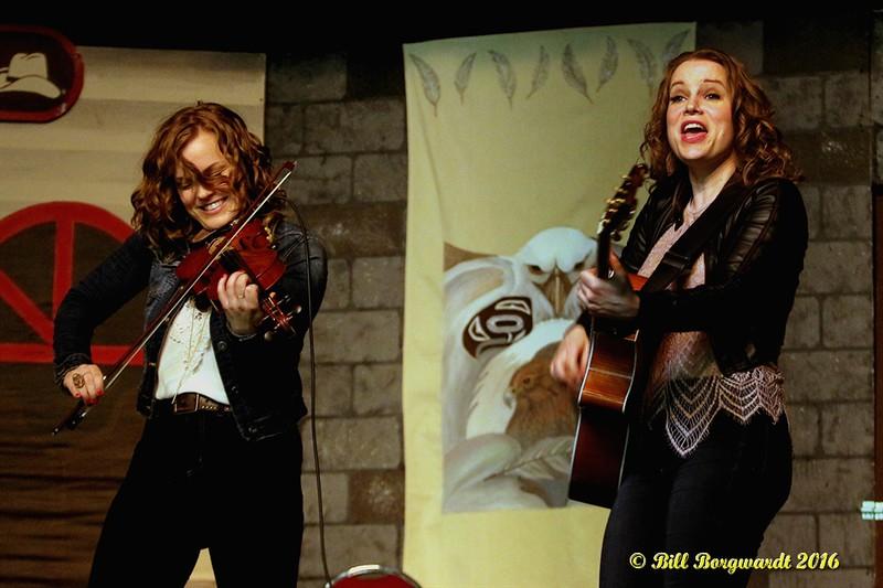 Julie & Carli - Twin Kennedy - Vilna 2016 210.jpg