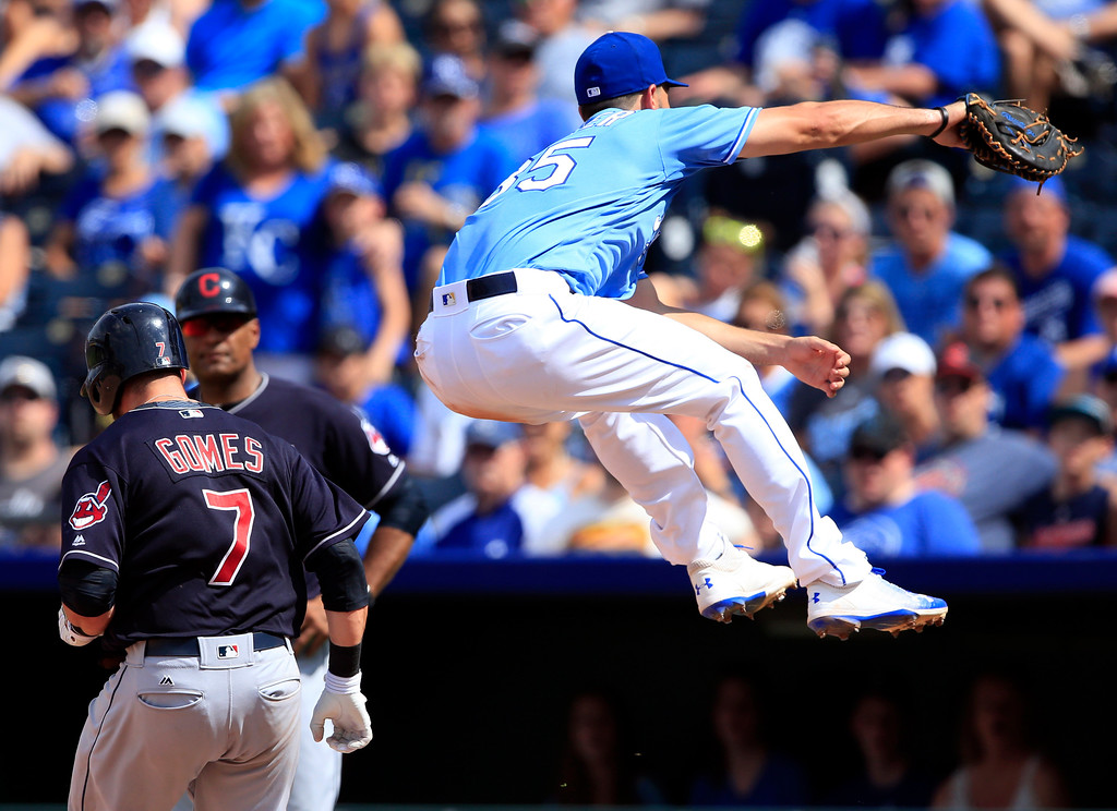 . Cleveland Indians\' Yan Gomes (7) reaches first base on an errant throw to Kansas City Royals first baseman Eric Hosmer (35) during the seventh inning of a baseball game at Kauffman Stadium in Kansas City, Mo., Sunday, Aug. 20, 2017. Royals third baseman Cheslor Cuthbert received the error. (AP Photo/Orlin Wagner)
