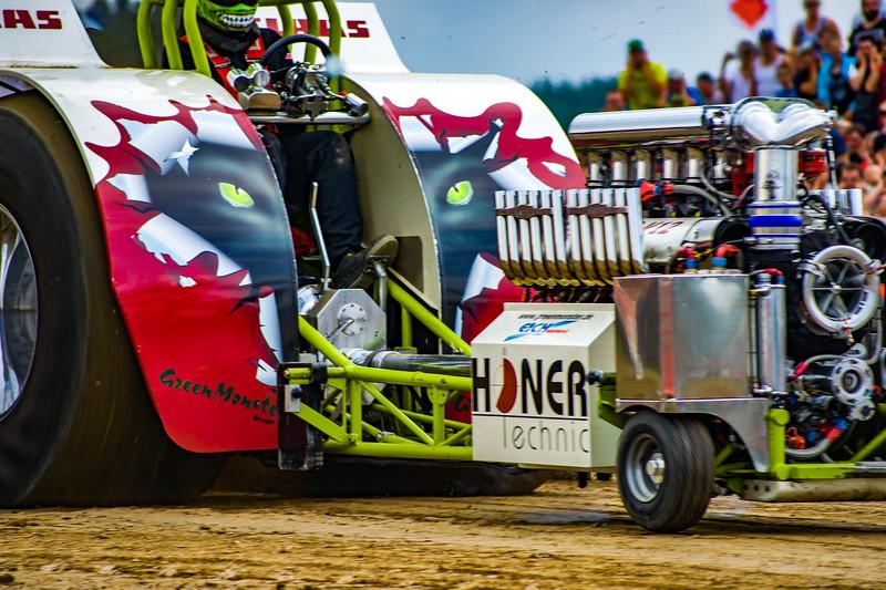Tractor Pulling 2015 BZ-02392.jpg