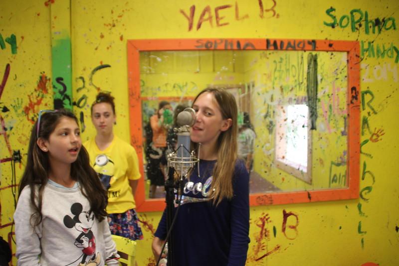 kars4kids_thezone_camp_GirlDivsion_workshops_Singing (1).JPG