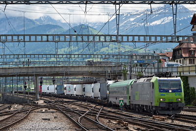 BLS Cargo Class 485 019-4 Heads into Spiez with a road truck tansport train