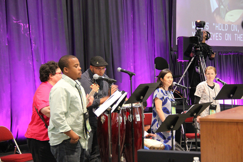 Music is provided during the global church presentation.