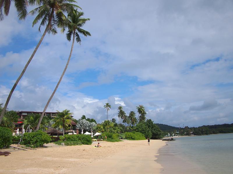 P9292272-resort-beach.JPG