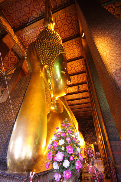 Wat Pho - Official name: Wat Phra Chettuphon Wimon Mangkhalaram Ratchaworamahawihan or you may be more familiar with: วัดพระเชตุพนวิมลมังคลารามราชวรมหาวิหาร