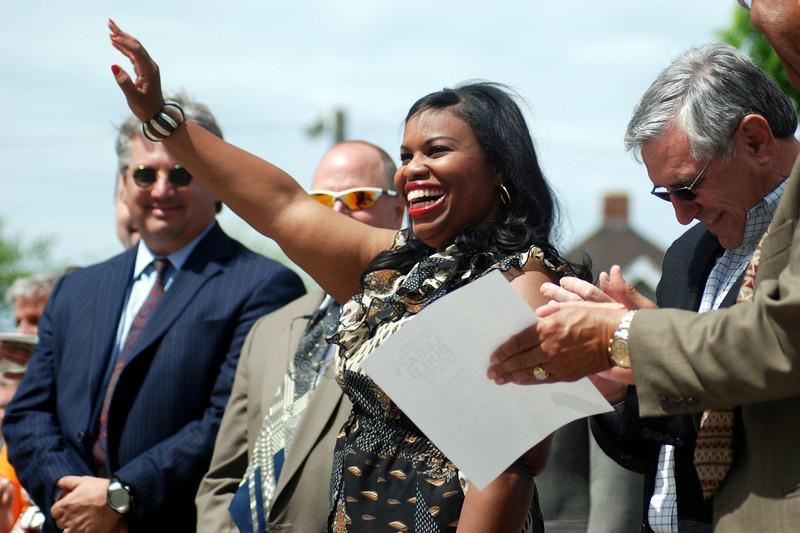 Beverly Black waving.JPG