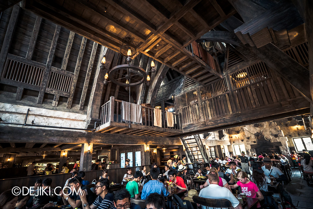 Universal Studios Japan - The Wizarding World of Harry Potter - Three Broomsticks restaurant overview, second level