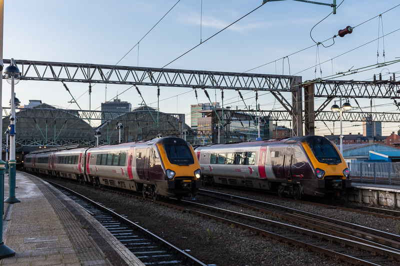 220018 & UID Voyager, Manchester Piccadilly