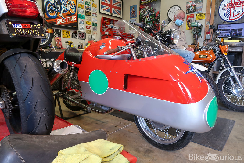 MV Agusta Dustbin Replica - Front Right 2.jpg