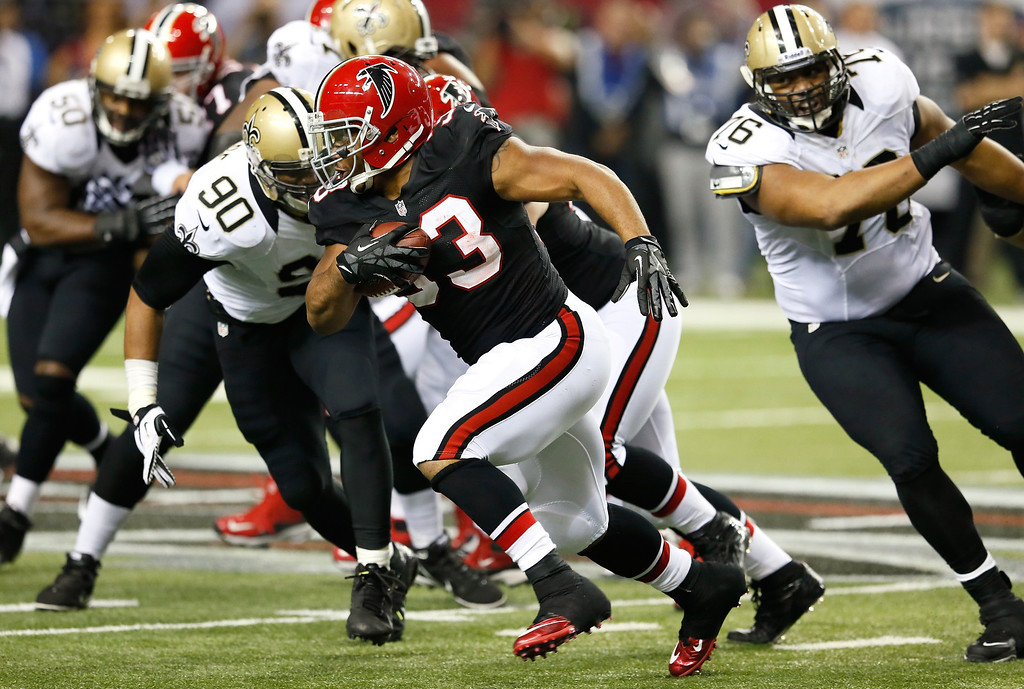 . ATLANTA, GA - NOVEMBER 29:  Michael Turner #33 of the Atlanta Falcons rushes against the New Orleans Saints at Georgia Dome on November 29, 2012 in Atlanta, Georgia.  (Photo by Kevin C. Cox/Getty Images)