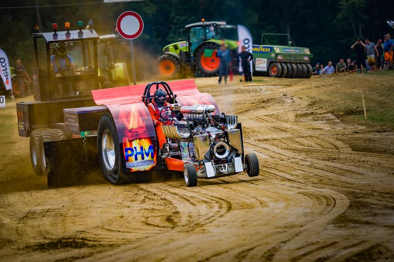 Tractor Pulling 2015-02360.jpg