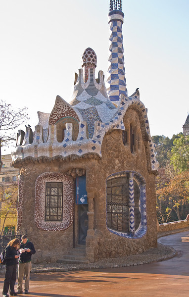 Gate house at the entrance of Park Güell. (Dec 14, 2007, 10:36am)