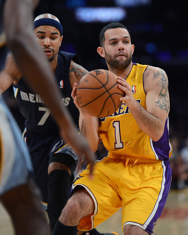 . The Lakers� Jordan Farmar #1 during their game against the Grizzlies at the Staples Center in Los Angeles Friday, November 15, 2013. The Grizzlies beat the Lakers 89-86.  (Photo by Hans Gutknecht/Los Angeles Daily News)
