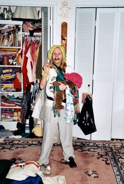 2000_June_Amelia_and_her_closet_0002_a.jpg