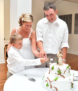 Cutting the Wedding Cake Photography