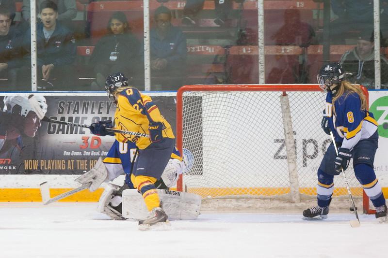 20130310 QWHockeyvsUBC 578.jpg