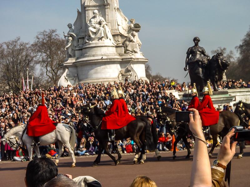 2- Buckingham Palace - Royal horse procession coming through 2.jpg