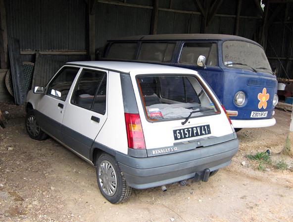 Renualt 5 and Volkswagen Bus.jpg