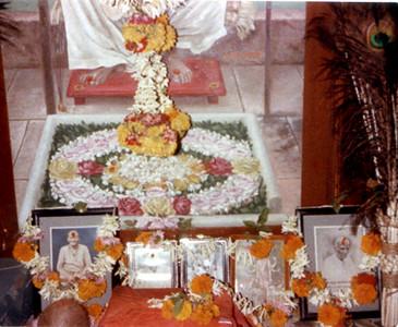 gurus picture shelf SHANKAR