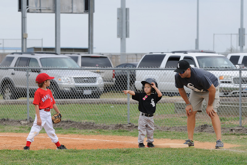 DSC_0685_0119_Baseball 101712.jpg